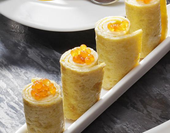 L'omelette roulée aux oeufs de saumon façon nems
