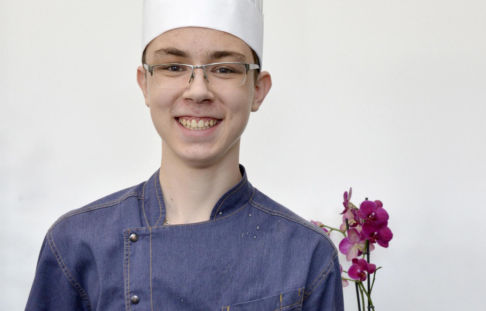 Avec sa recette « L'œuf au plat, betterave « comme un tartare » » Thomas Wassmer est lauréat du Trophée :