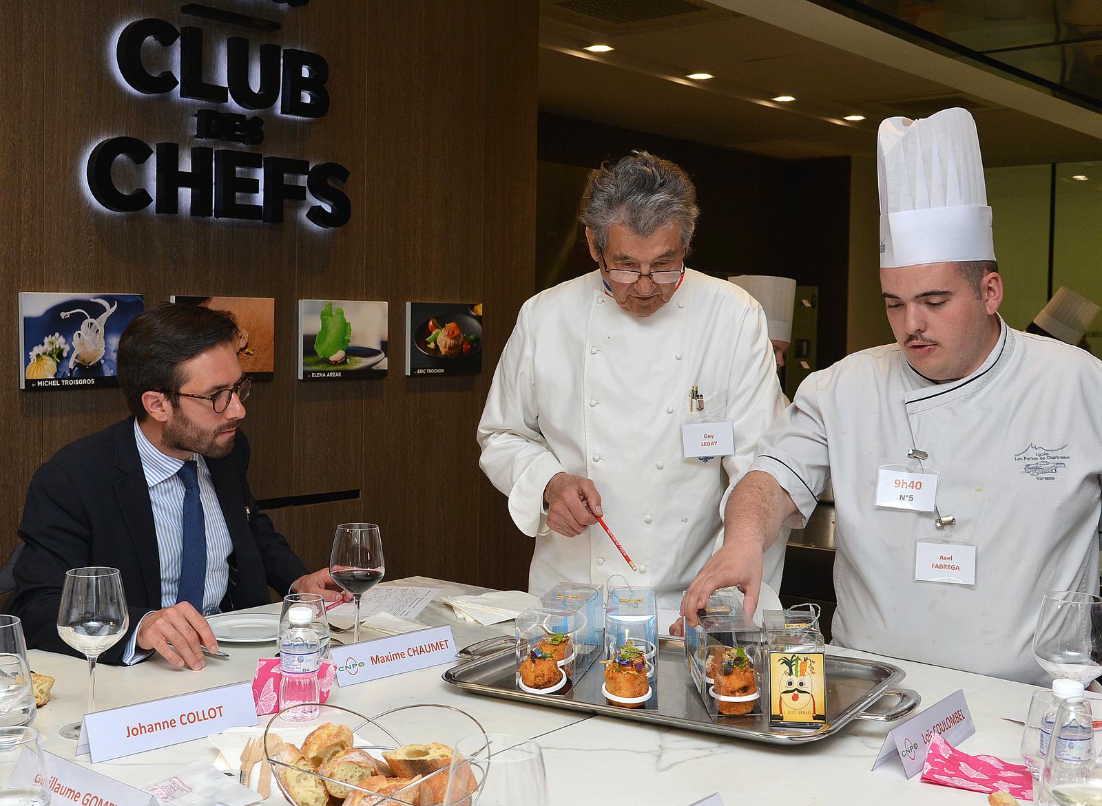 En vidéo, les gestes en cuisine du jeune Axel Fabrega au Trophée de l'Oeuf