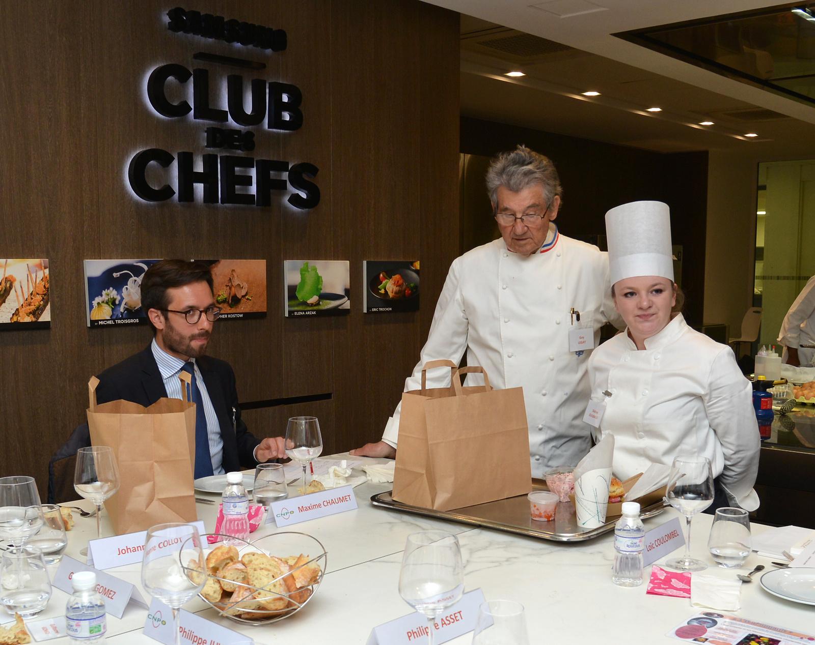 En vidéo, les gestes en cuisine de la jeune Sixtine Guilbaud au Trophée de l'Oeuf