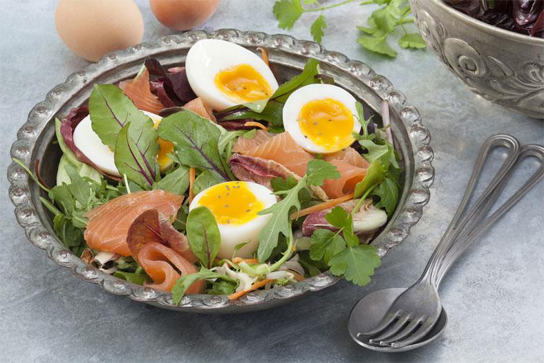 Oeufs mollets sur salade folle - Ph.ASSET / CNPO / ADOCOM-RP